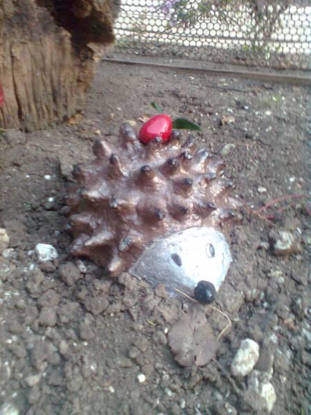 Ёжик из цемента для сада